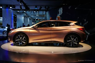 Infiniti Q30 і Opel Insignia Country Tourer